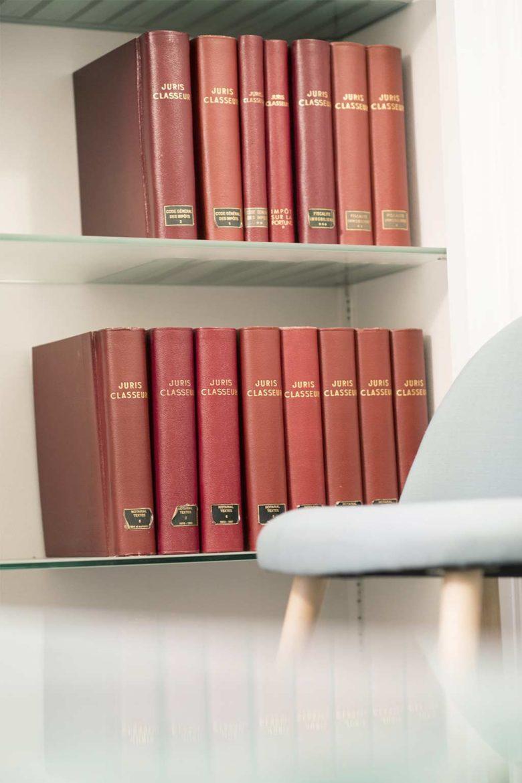 Bibliothèque du cabinet d'avocats Viajuris
